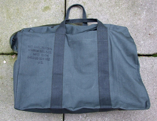 vintage_flyer_kit_bag